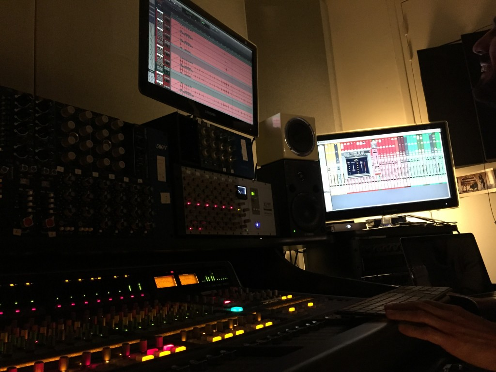 session de mixage enregistrement du deuxième album du groupe Angel Fall